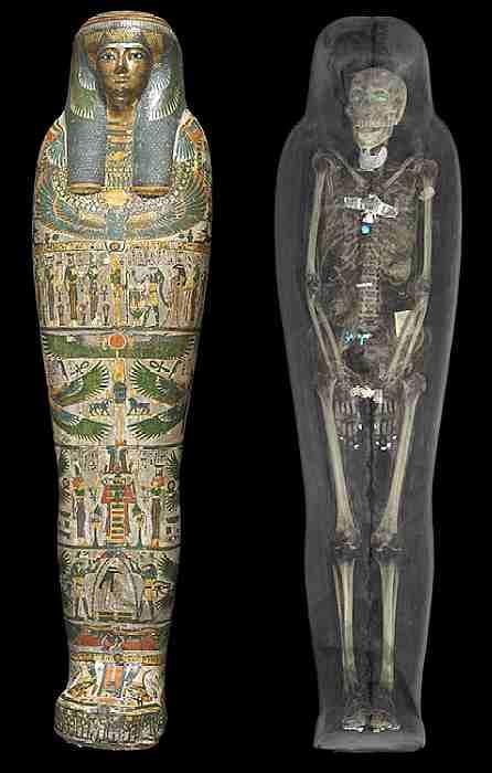 La momia de una sacerdotisa llamada Tayesmutengebtiu en un caso de pintado, y tomografía computarizada de la misma momia. Desde Tebas, Egipto. (Museo Británico)
