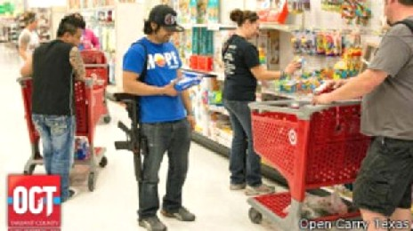 Miembros de Open Carry Texas portando armas en supermercados